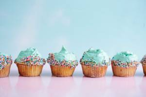 Bake cupcakes | Family activities for the Easter Holidays
